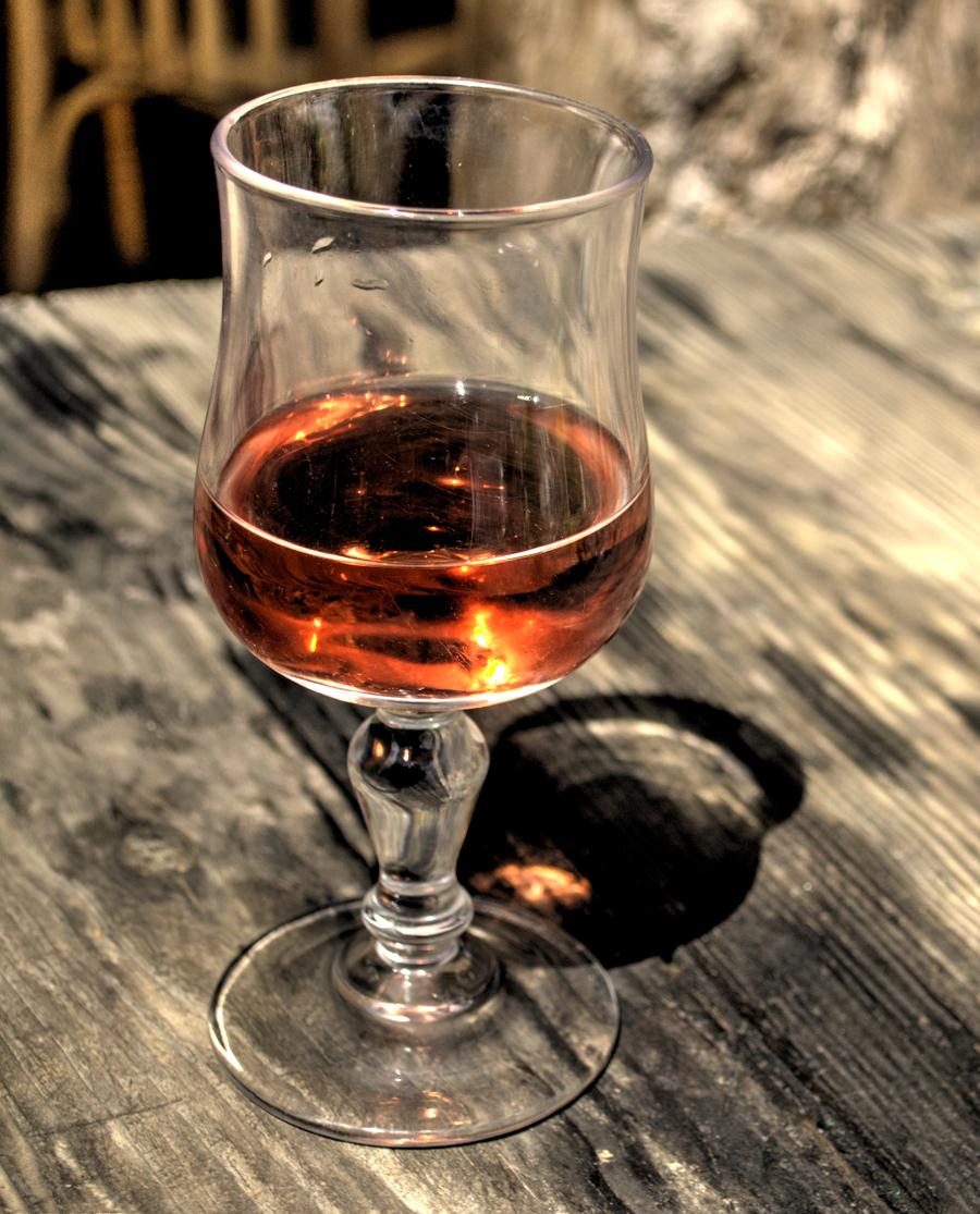 Μαύρο Μοσχάτο Ροζέ Ημίγλυκο Κρασί Τυρνάβου