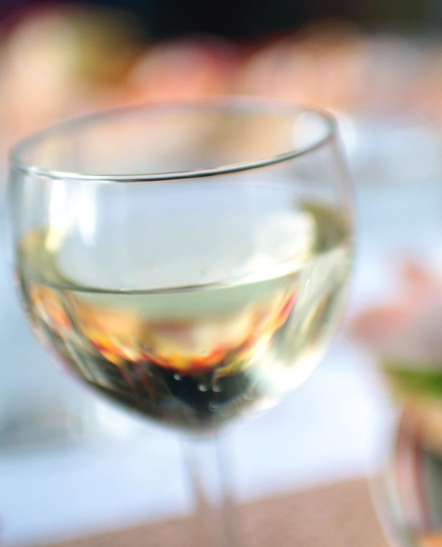 Ρετσίνα Λευκό Ξηρό Κρασί Τυρνάβου