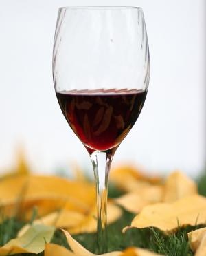 Κόκκινο γλυκό κρασί Σαντορίνης Νάμα